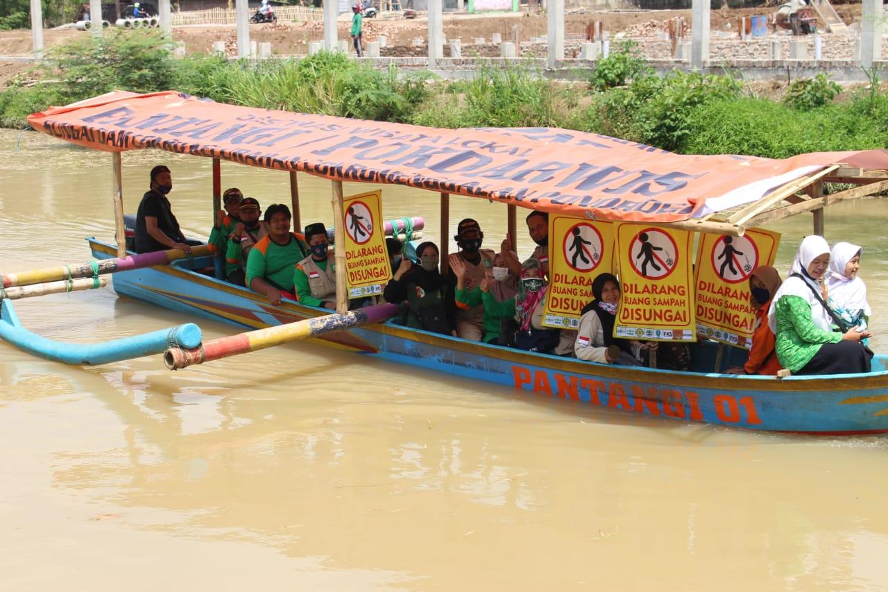 Antusias warga manfaatkan wisata perahu di sungai DAM Cokromenggalan