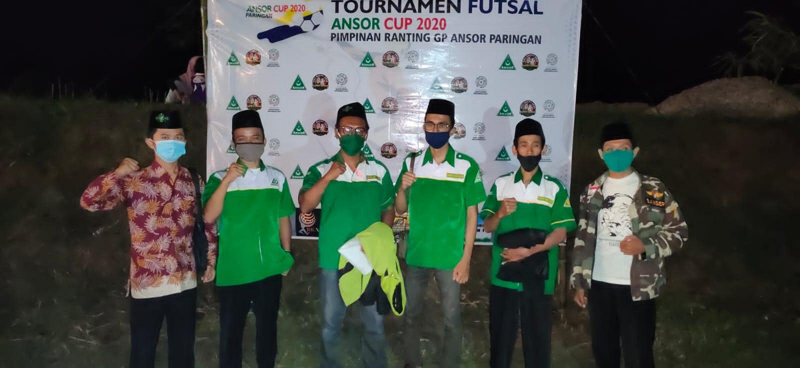 Jajaran Pengurus Ranting GP Ansor Paringan sesaat usai mengikuti pembukaan turnamen futsal