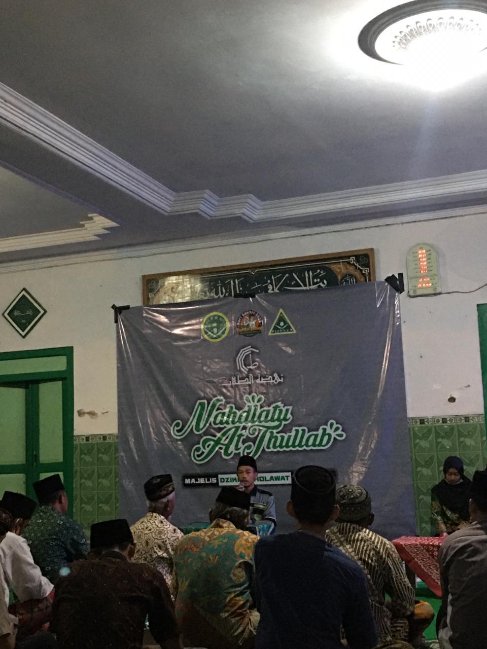 Jamaah masjid ikut serta pada acara majlis dzikir dan taklim Nahdlatu At-Thullab yang digelar PAC IPNU- IPPNU Sukorejo