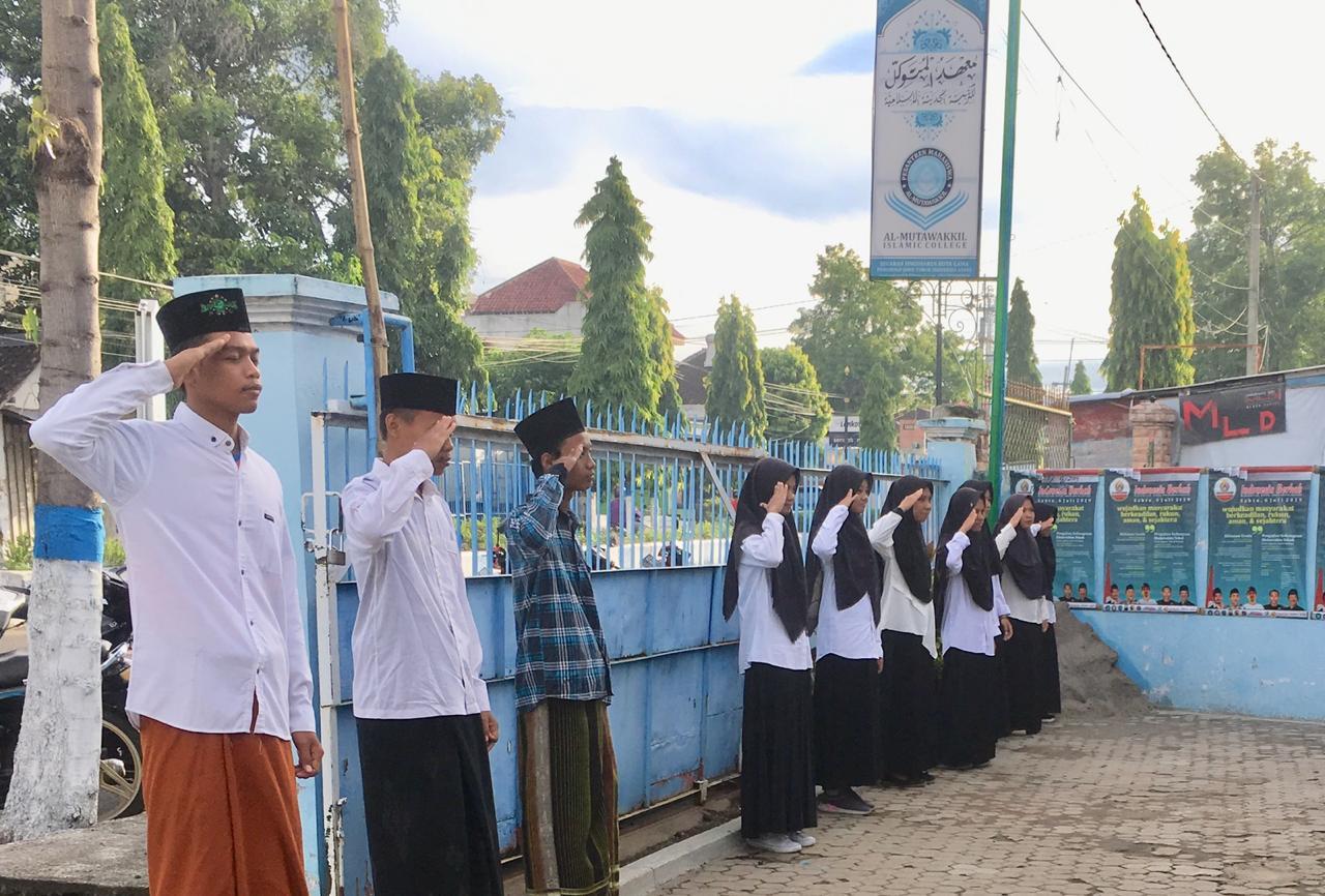 Kegiatan Upacara Bendera di Pesma Al- Mutawakkil
