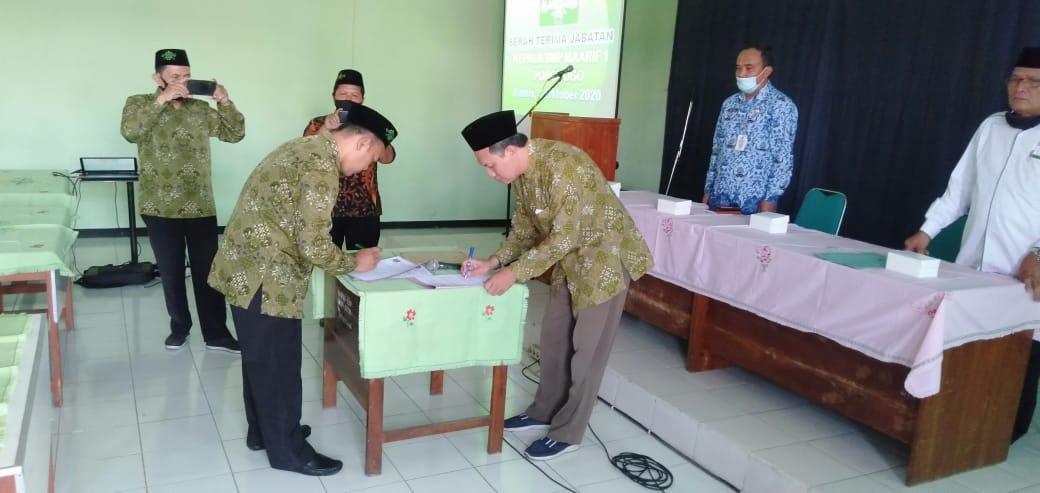 Penandatanganan Miswanto Resmi Pimpin SMP Maarif 1 Ponorogo