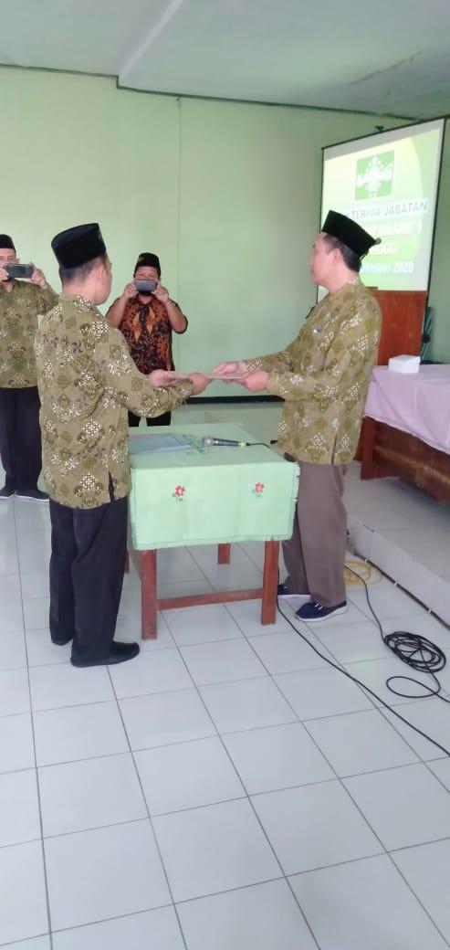 Penyerahan SK Miswanto Resmi Pimpin SMP Maarif 1 Ponorogo