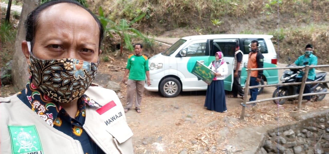 Rombongan NU Care-Lazisnu dan LPBI NU harus menyusuri jalan berbukit di Ngilo-ilo