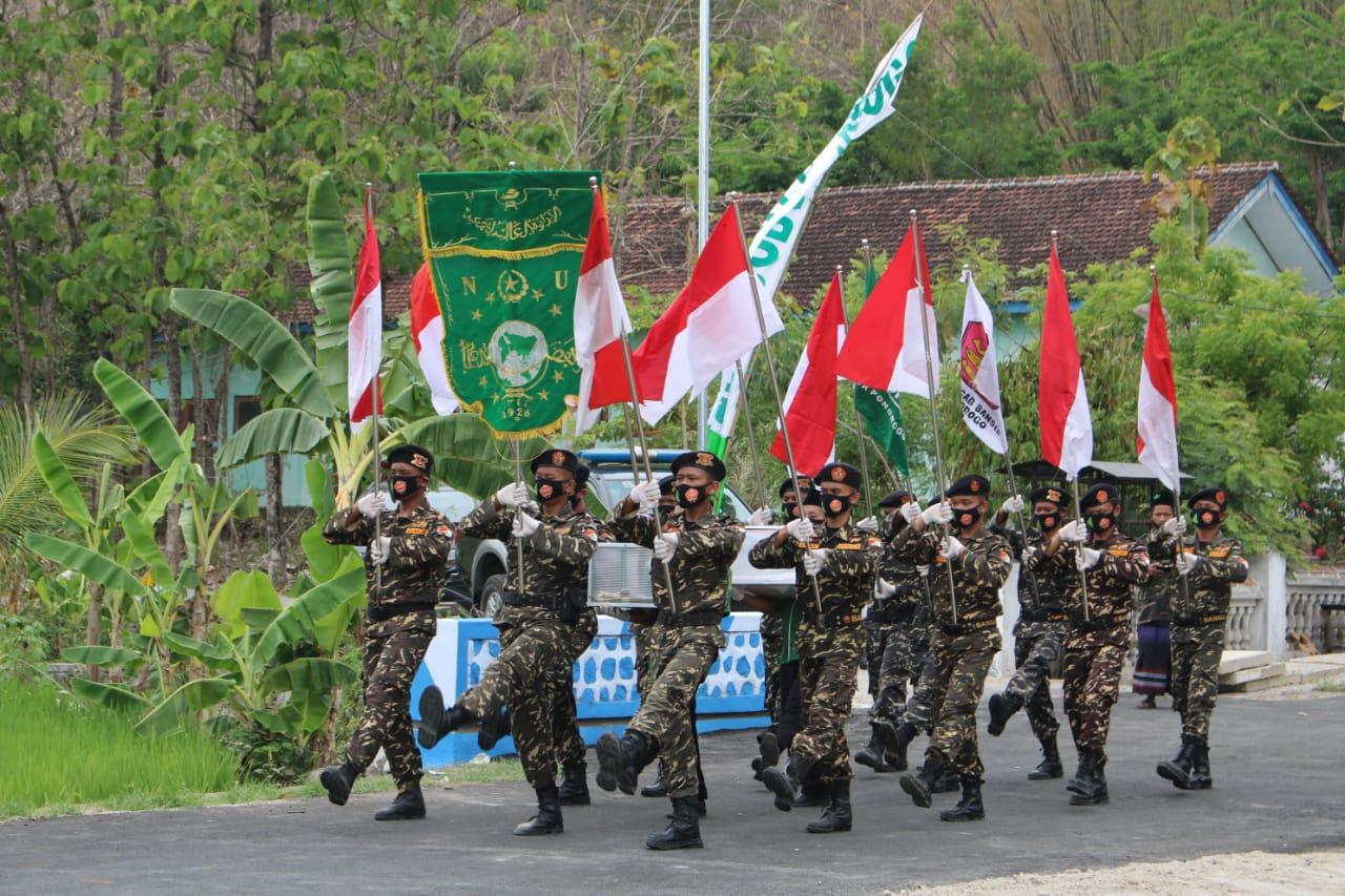 Rombongan pembawa Pataka Kirab 100 ribu do'a Pager Bumi tiba di Kecamatan Jambon