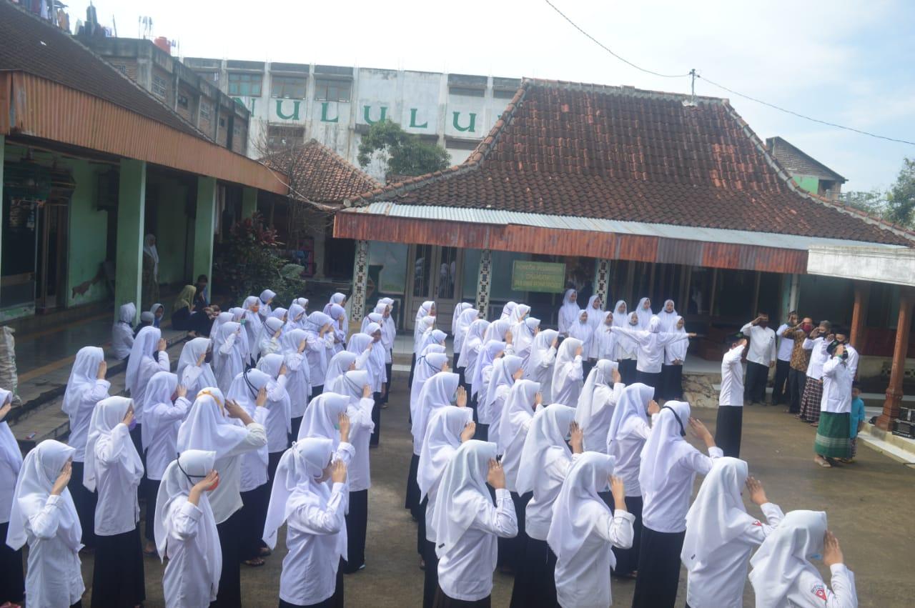 Suasana upacara HSN di PP. Ainul Ullum Pulung