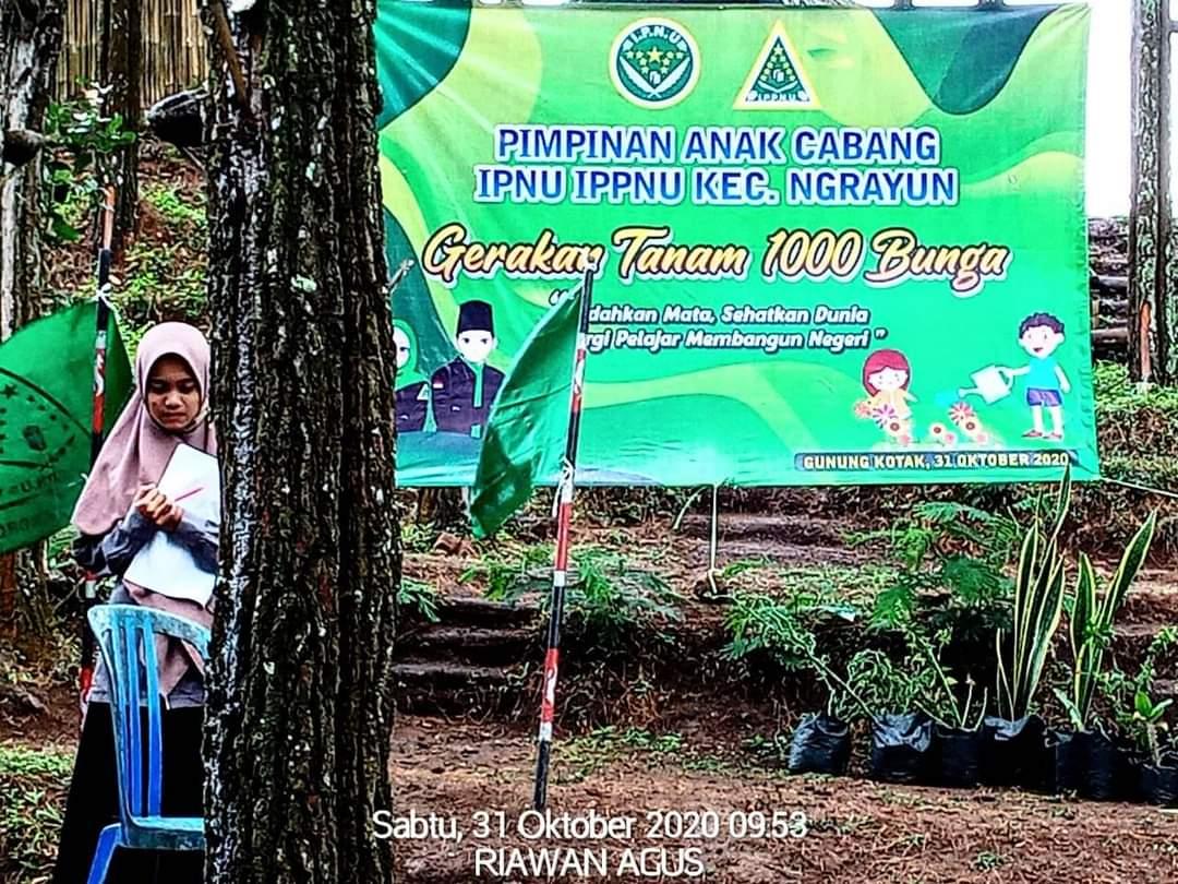 Gerakan 1000 bunga di Gunung Kotak bersama PAC IPNU-IPPNU kecamatan Ngrayun