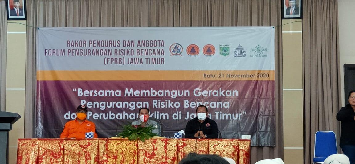 Jajaran BPBD Jawa Timur dan Sekjen FPRB saat mengikuti pembukaan rakor