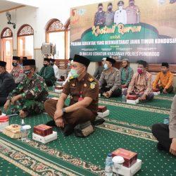 Jajaran Polres bersama Forpimda Ponorogo tengah khusuk menyimak lantuan Alquran para huffadz PC JQH Ponorogo di masjid Uswatun Hasanah (19-11)