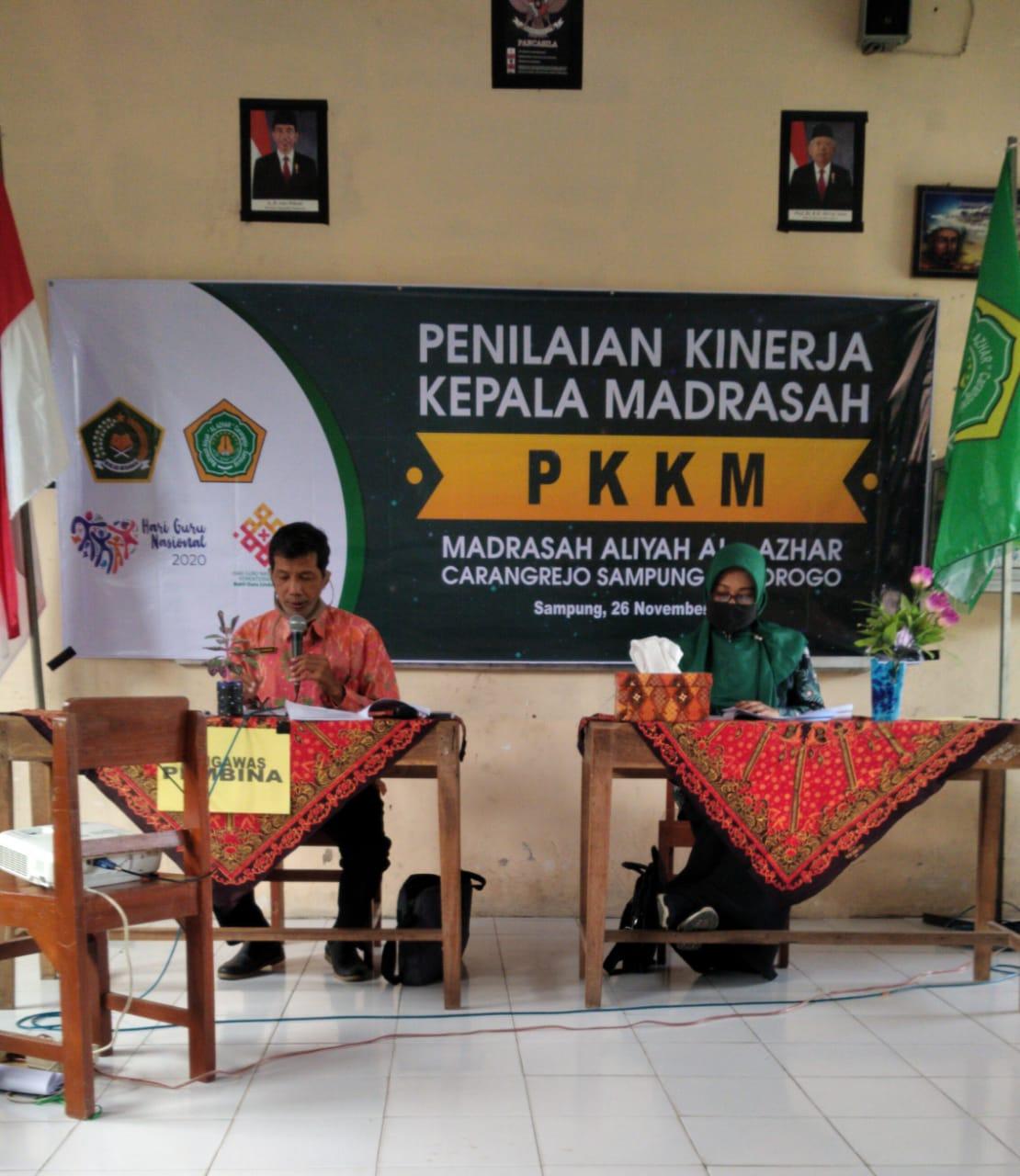 Pengawas Pembina Kemenag Ponorogo tengah melakukan verifikasi PKKM di MA Maarif AlAzhar Carangrejo (26-11)