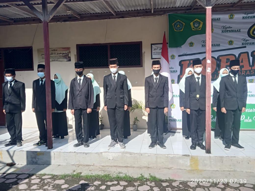 Siswa MA Al-Azhar mengikuti acara pengucapan janji pengurus KOPAMAAZ (23-11)