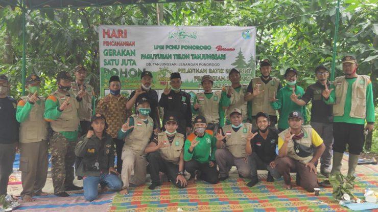 Segenap jajaran Pengurus LPBI NU Ponorogo foto bersama Ketua PCNU Ponorogo, dan Lurah Tanjungsari