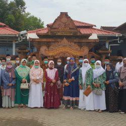 Segenap jajaran pengurus PCNU, Lembaga dan Banom Ziarah Makam Ki Ageng Muhammad Besari di Tegalsari