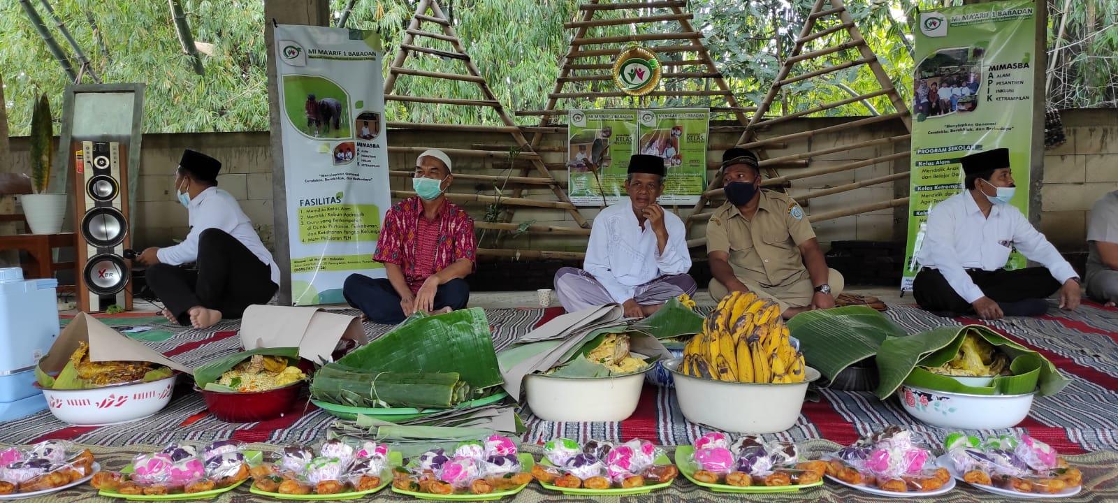 Doa bersama untuk menandai dimulainya pembangunan ruang kelas dan PTSP Mimasba