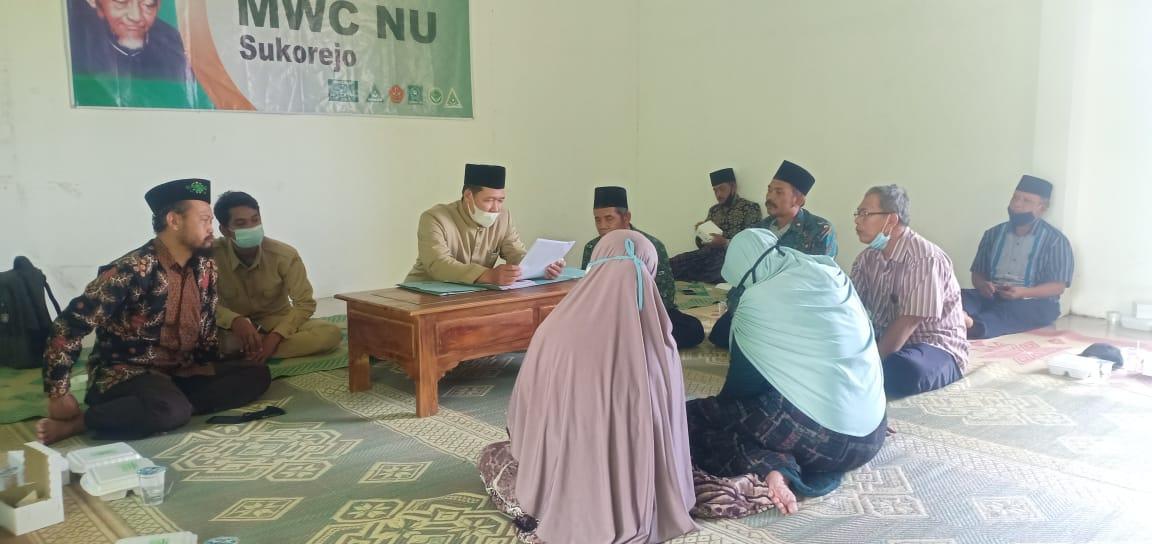 Prosesi wakaf tanah di kantor MWC NU Sukorejo
