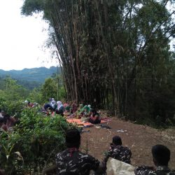 Suasana ziarah makam Mbah Wonopuro di Baosan Kidul Ngrayun
