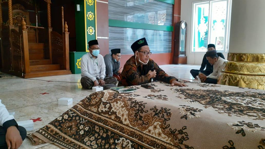 KH.Moh.Sholihan Al-Hafidz saat menyampaikan materi shalat