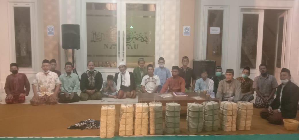 Para jamaah Masjid NU Ponorogo yang turut meramaikan acara khataman Al-Qur'an