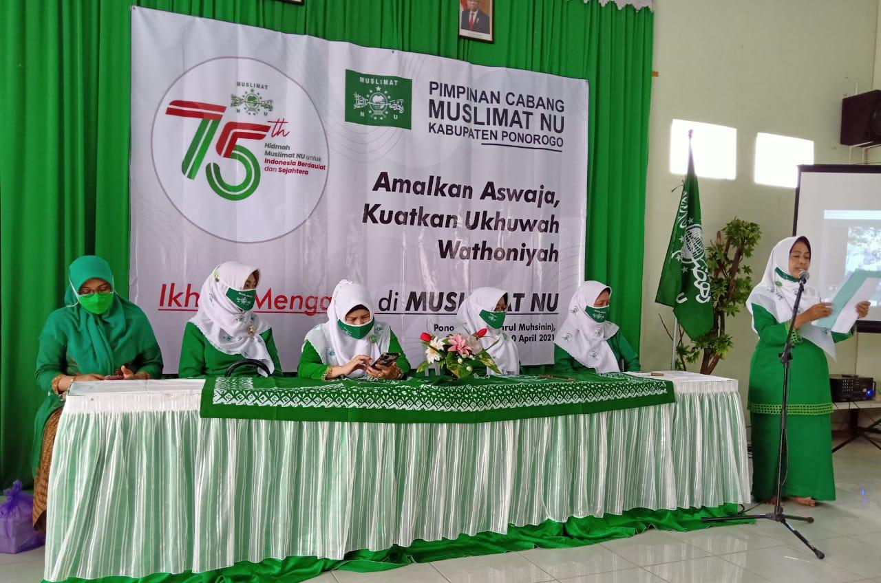 Sambutan tertulis Ketua Umum Muslimat NU dibacakan Sekretaris PC Muslimat NU Ponorogo Hj. Aning Rachmawati