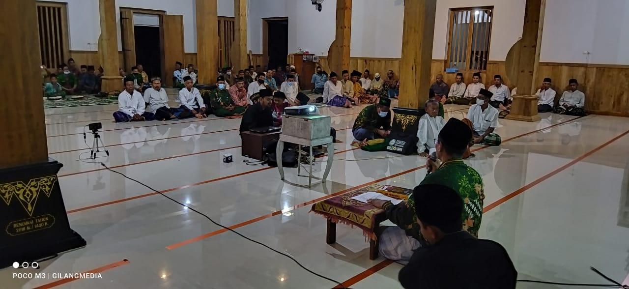 Suasana Lailatul Ijtima' PR NU Sukosari di masjid Imampuro