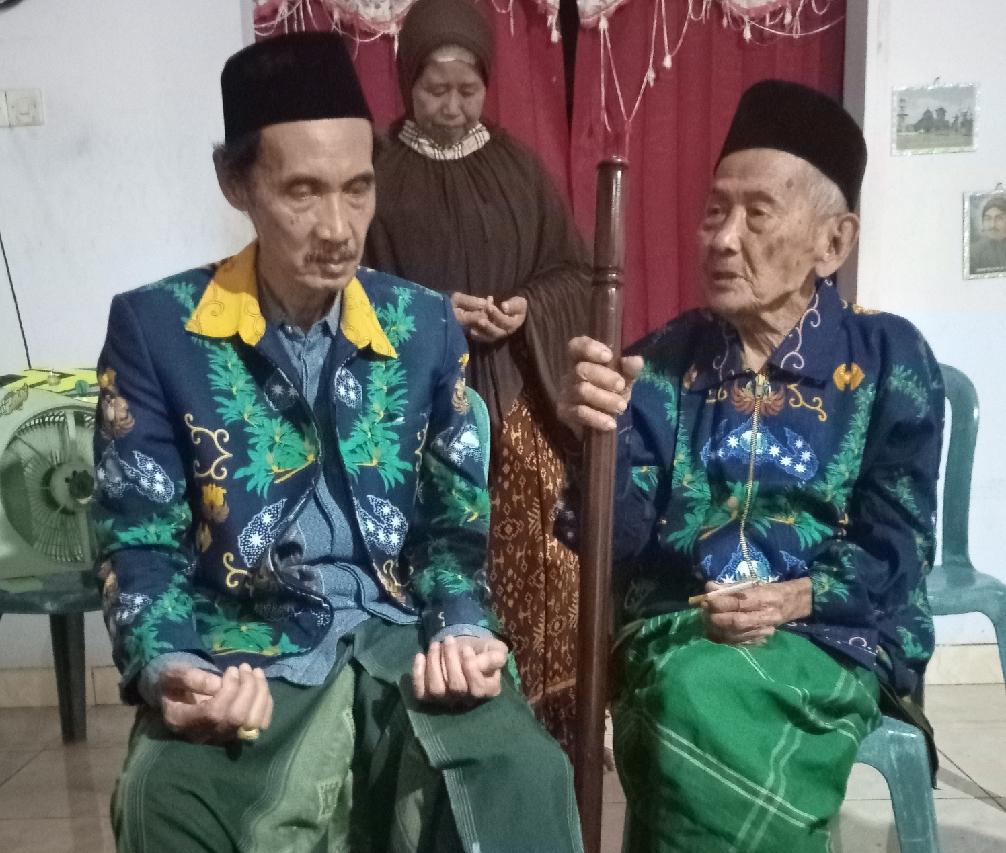 Santri Mbah Hasyim bersama Kyai Mun'im