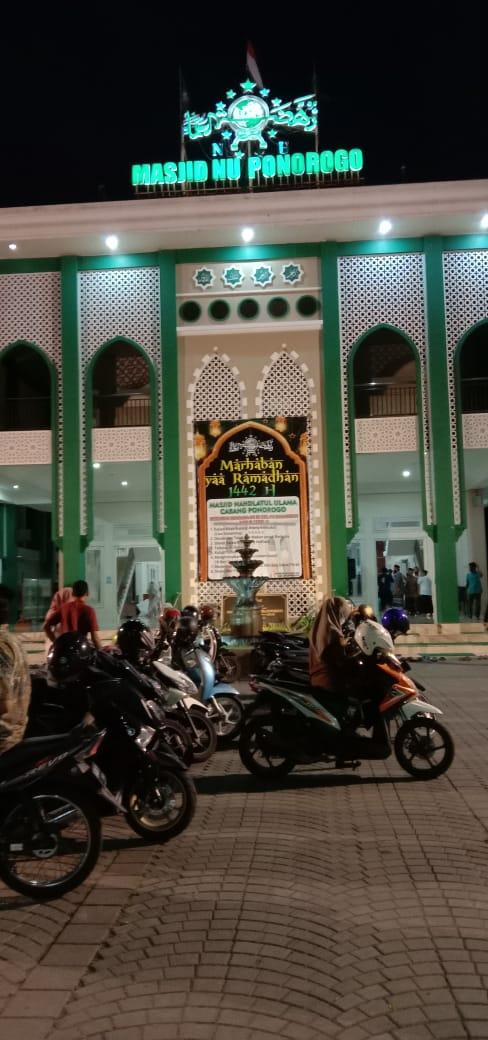 Suasana Area Parkir / Depan Masjid NU Ponorogo