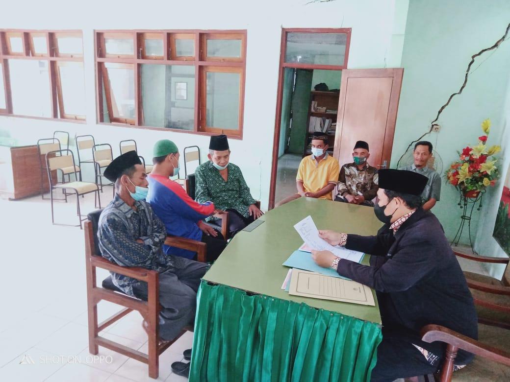Pelaksanaan ikrar wakaf tanah untuk tempat ibadah di KUA Sukorejo