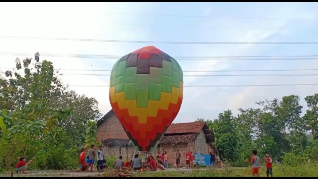 Polemik Tradisi Balon Udara Tanpa Awak di Ponorogo Bahagiamu Jangan Sampai Merusak Kebahagiaan Orang Lain