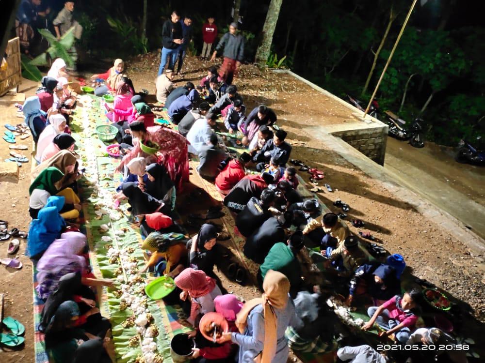 Suasana madang gedhen di halaman musala Nurul Huda Gajah