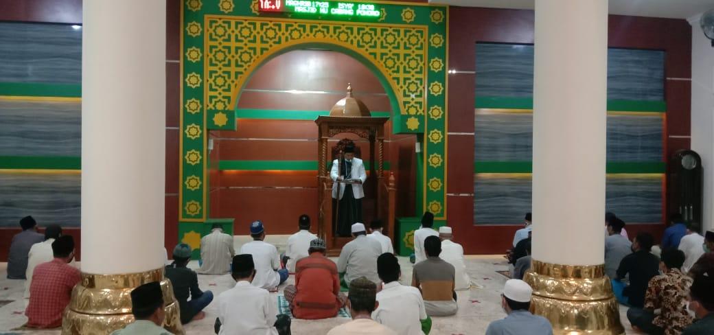 Ustadz Moh.Ghufron al-Hafidz saat mengisi khutbah Gerhana Bulan