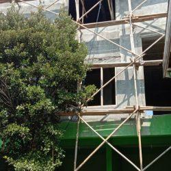 Bagian tampak depan lantai 3 gedung PCNU yang akan di finishing