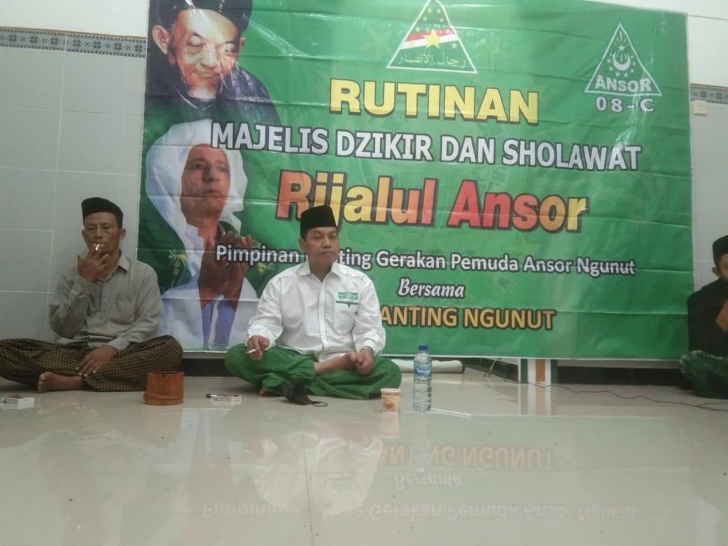 Dr. H. Luthfi Hadi Aminudin, M.Ag Sekretaris PCNU Ponorogo saat menyampaikan tausiyahnya di hadapan jamaah masjid Al-Amanah dan kader GP Ansor Ngunut