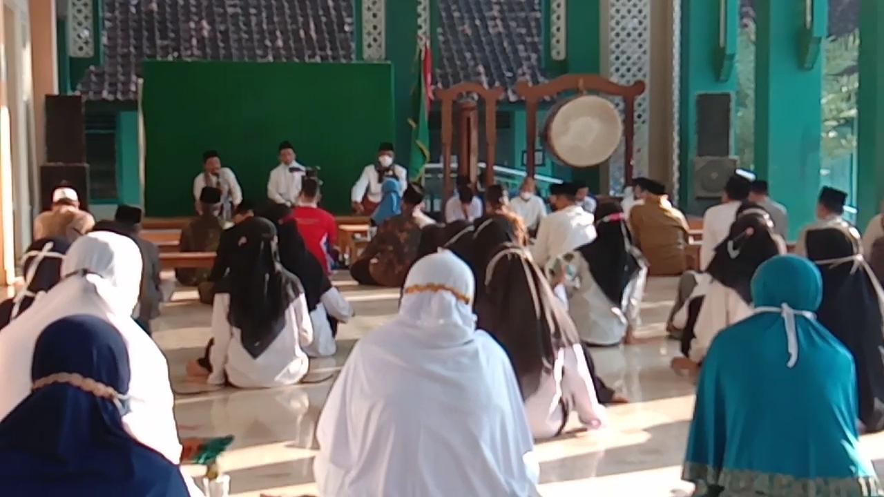 Pengajian Ahad Pon Pagi oleh LDNU di masjid NU Ponorogo (66) dengan format baru, offline dan online.
