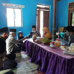 Suasana penuh khidmat saat pengucapan ikrar wakaf tanah untuk musala al-Jariyah Dukuh Kayen, Desa Krebet, Kecamatan Jambon