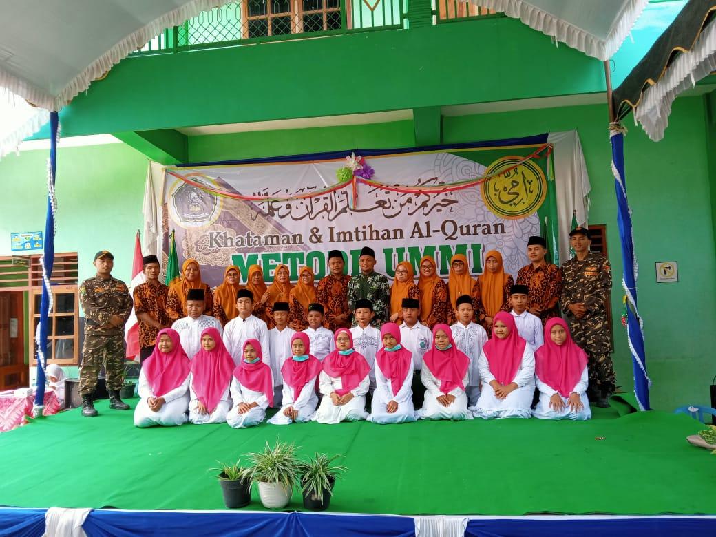 Wajah ceria dewan guru dan siswa-siswi MI Ma'arif Bareng usai mengikuti khataman dan imtihan metode Ummi