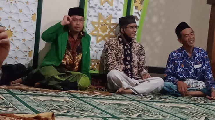 K. Ahmad Syafi'i ramah tamah bersama jajaran PR GP Bekiring setelah menyampaikan tausiyah