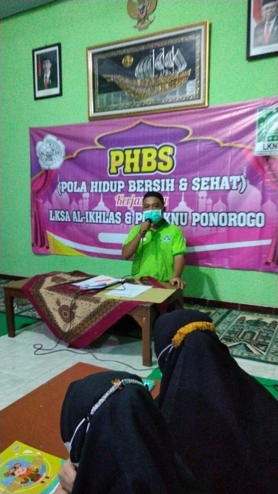 Santoso Fungsionaris LKNU Ponorogo memaparkan pentingnya PHBS di lingkungan asrama LKSA Al-Ikhlas
