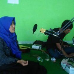 Sesi latihan pentas karya virtual, salah satu peserta tengah mengikuti dubbing di kantor Lazisnu Cabang Ponorogo
