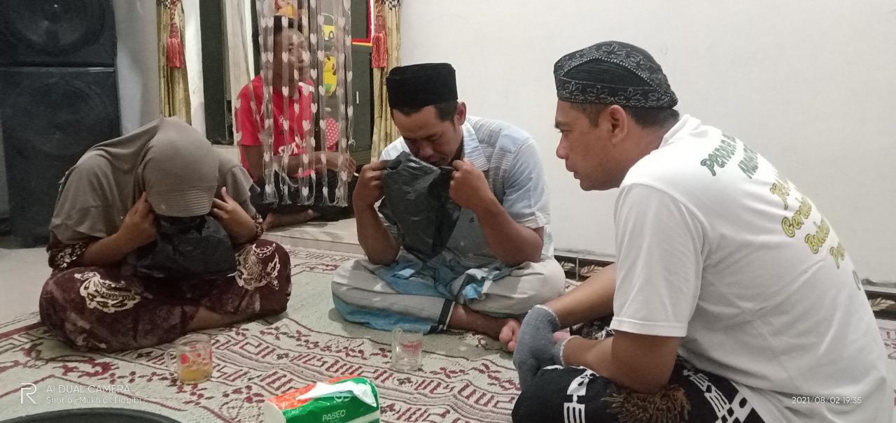 Tim JRA Batoro Katong melakukan ruqyah di Kabupaten Demak, Senin (2/8)