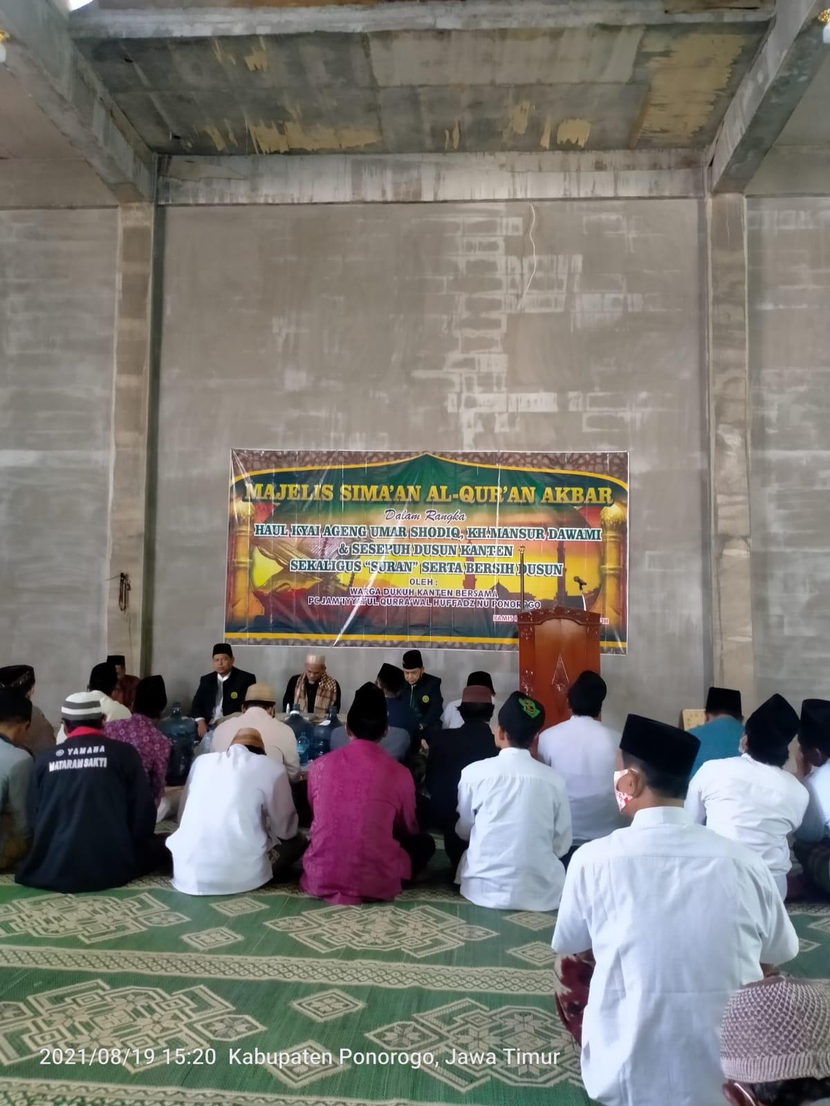 Jama'ah masjid Miftahul Hasanah Kanten (Babadan) mengikuti sima'an Al-Qur'an akbar