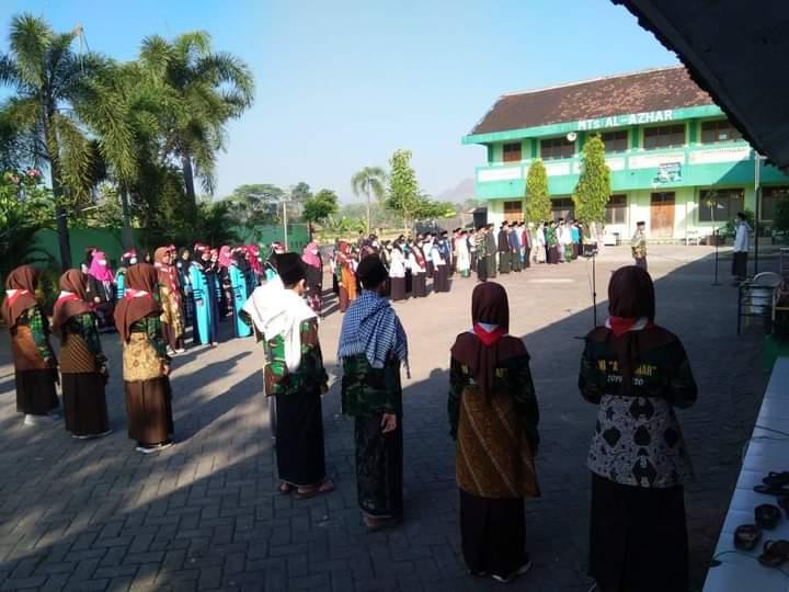 Suasana Upacara bendera memperingati HUT RI ke 76 oleh siswa siswa MTs Nurul Azhar Foto 2
