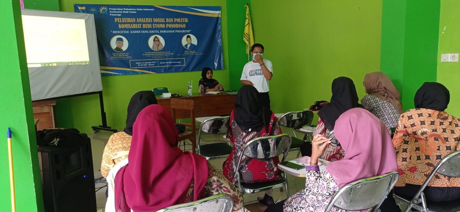 PK PMII Budi Utomo menggelar Pelatihan Analisa Sosial di Aula PCNU Ponorogo, Sabtu (21/8)