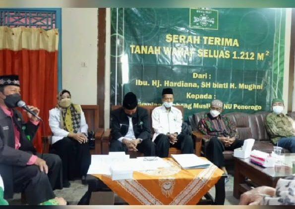 Mewakili Keluarga Hj.Hardiana, SH binti H.Mughni serta beberapa saksi