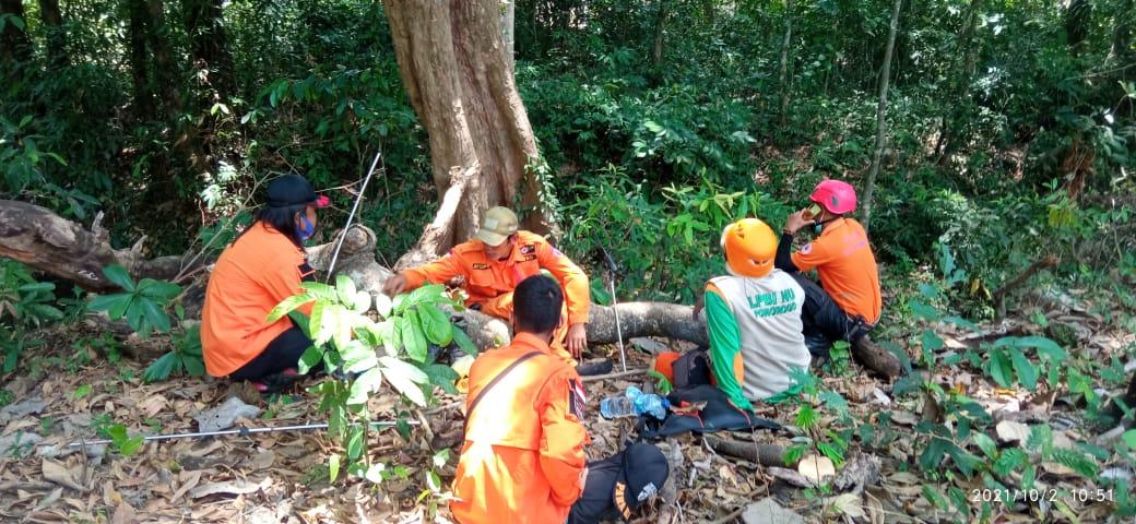 Tim opSAR saat melakukan observasi di tengah hutan Kuwung, Kedungbanten-Babadan.